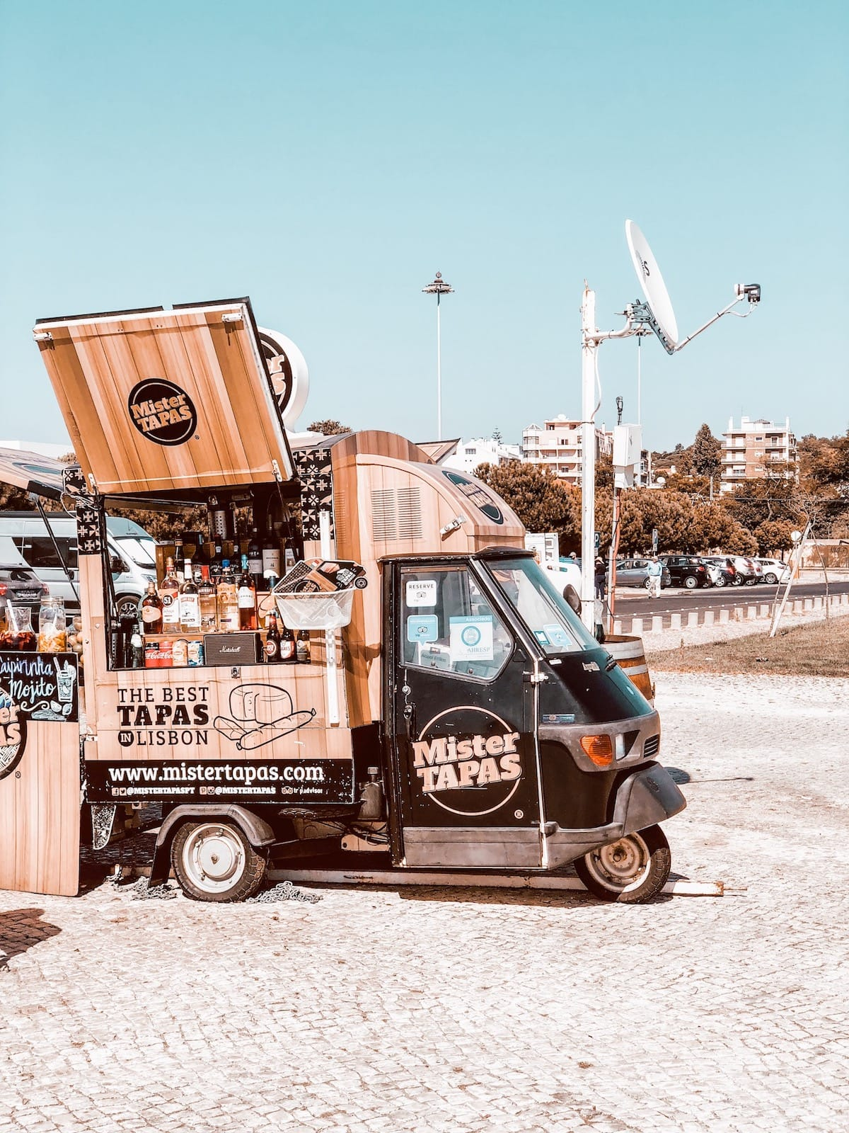 Food Truck in Lissabon am Tejo